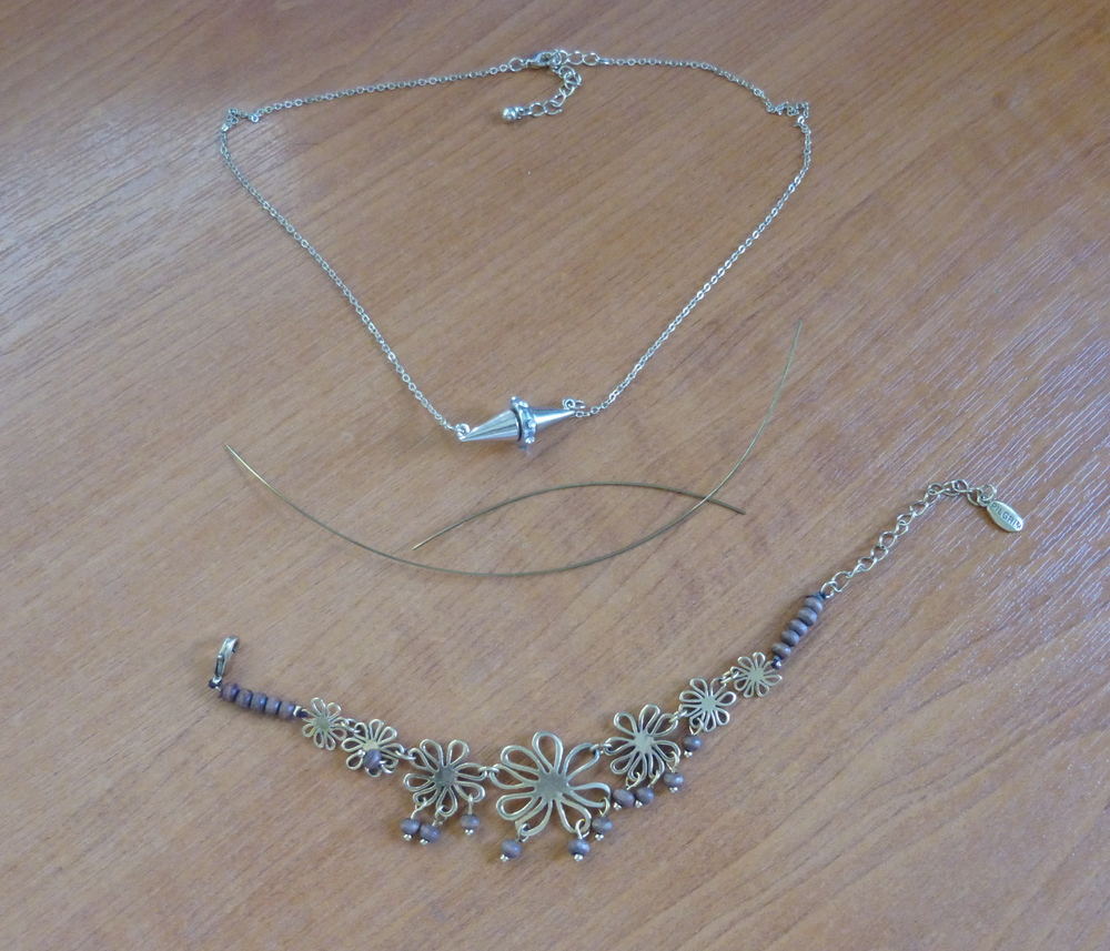Bracelet and donor necklace